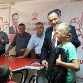 Ghiozdane cadou de la Organizația PSD Târgu Neamț