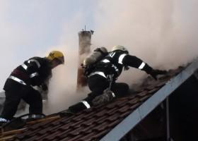 Atenție la coșurile de fum! Incendiu pe strada Băile Oglinzi
