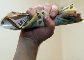 Amenzi pentru angajatorii care oferă un salariu mai mic de 975 lei