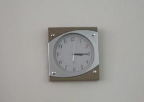 Primăria are nevoie de sprijinul locuitorilor pentru achiziționarea unei… baterii pentru ceas!