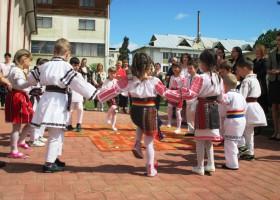 Poza Zilei: Hora prichindeilor de la Grădinița Smărăndița