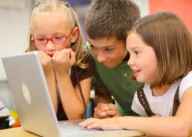 Copiii din mediul rural vor învăța despre beneficiile și riscurile internetului