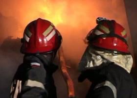Incendiu la Drăgănești. Flăcările au distrus tone de fân, un autoturism, un tractor și anexele unei gospodării
