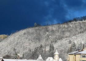 Poza Zilei: Albastru de iarnă pe Culmea Pleșului