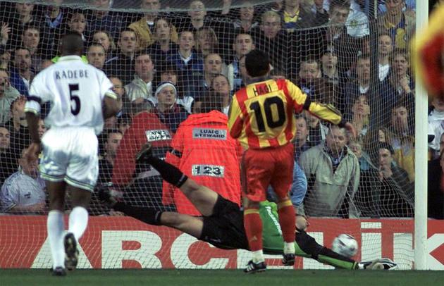 Execuţie perfectă a unui penalty, într-un meci cu Leeds, din Cupa UEFA